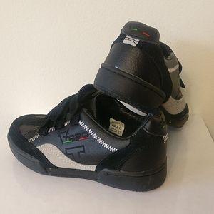 🇨🇦 3/$25 EUC Toro boys shoes size 30 EU